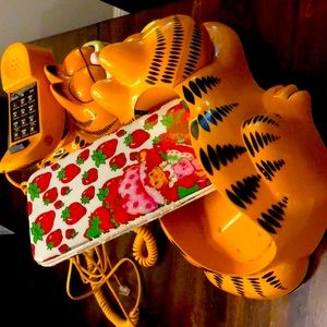 Retro 1980's-1990's Garfield Phones